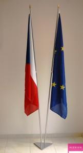 vlajka_eu_na_stojanu